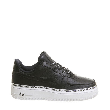 sports shoes a1299 e3f23 Air Force 1 07 Trainers
