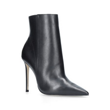 Spectacular Point Toe Boots