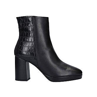 Tiptoe Boots